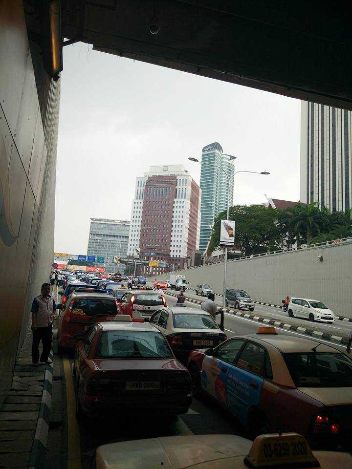 Taxi drivers gather for another protest in KL, again Image #474357