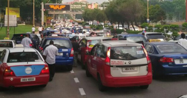 Taxi protest KL 8 April 2016 feat 1