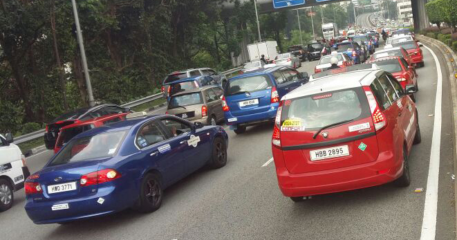 Taxi drivers gather for another protest in KL, again Image #474363