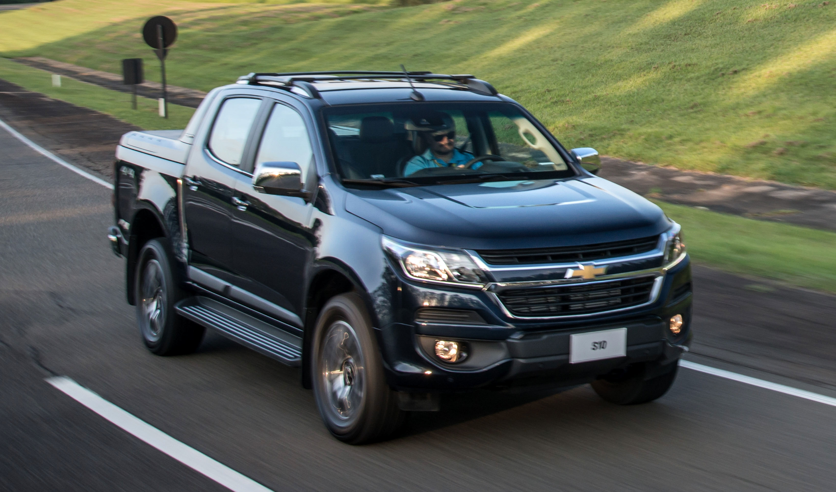 Chevrolet Colorado facelift debuts as the S10 in Brazil ...