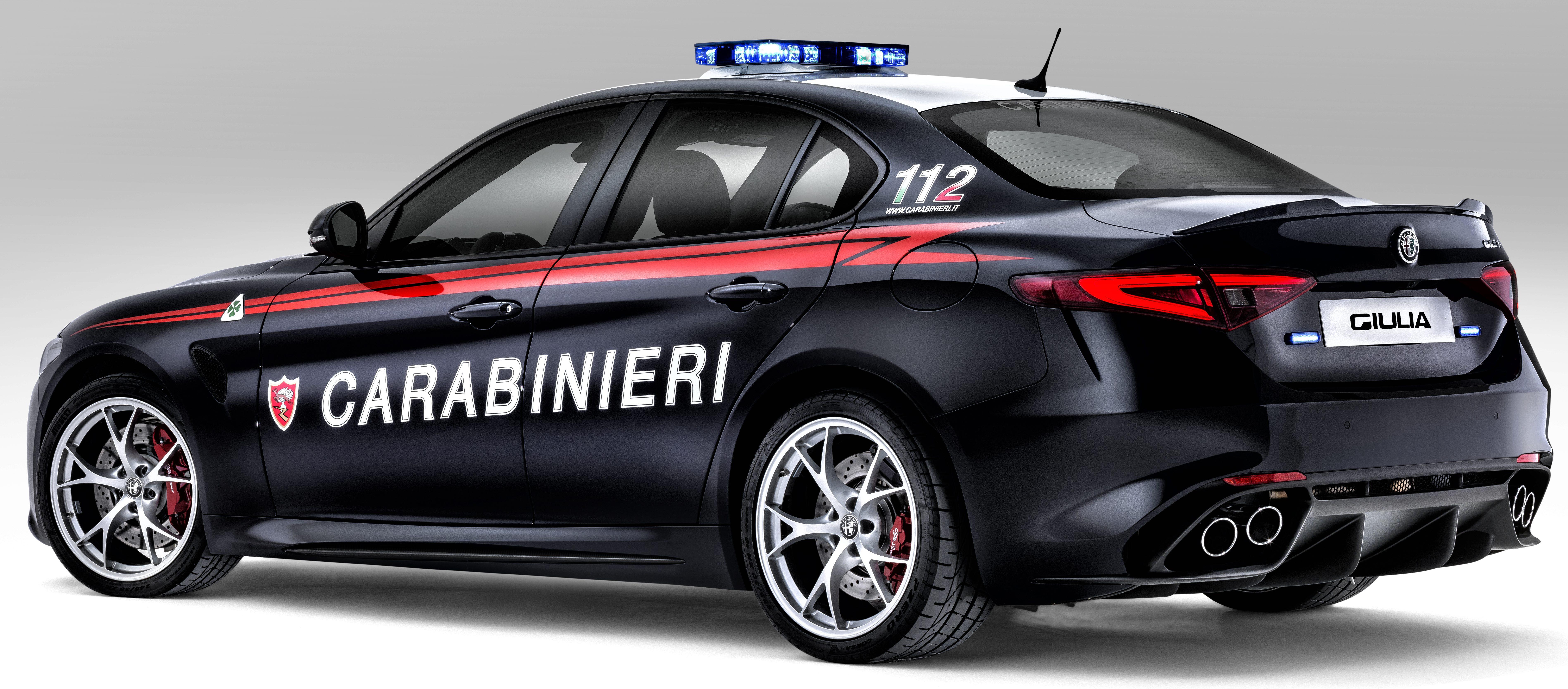 Alfa Romeo Giulia Quadrifoglio joins Italian Carabinieri ...