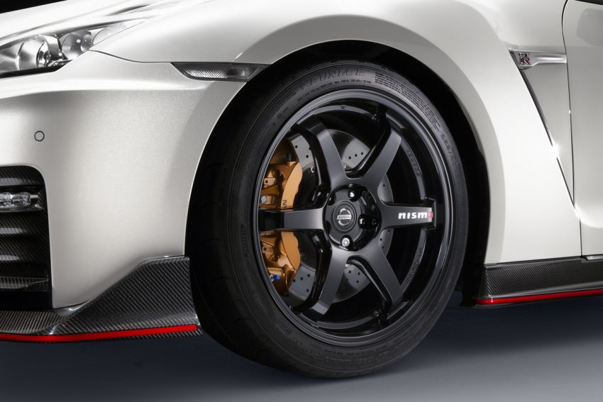 Nissan GT-R Nismo 2017 diperkenalkan – talaan pada sistem pengendalian, gaya keseluruhan dipertingkat Image #500278