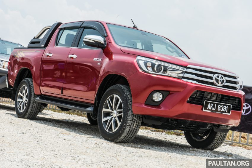 driven 2016 toyota hilux and fortuner first impressions of the new pick up and suv in. Black Bedroom Furniture Sets. Home Design Ideas