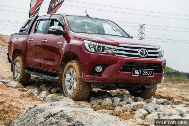 2016-Toyota-Hilux-56