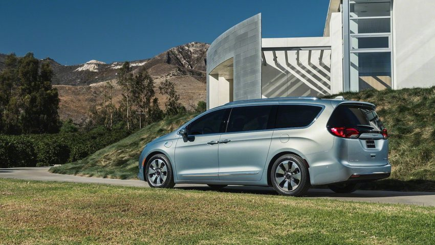 Chrysler Pacifica Hybrid to be used in Google's self-driving car project, in new collaboration with FCA Image #487627