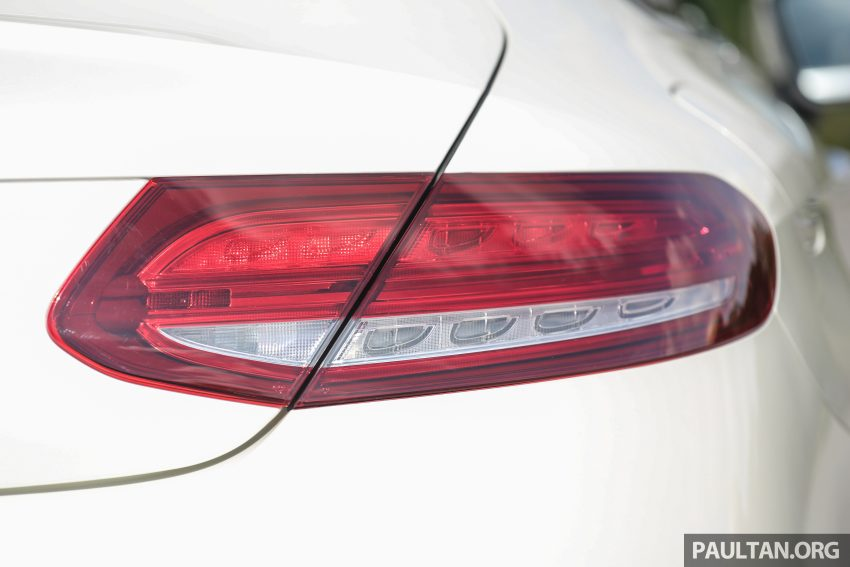 GALLERY: Mercedes-Benz C300 Coupe vs sedan Image #496030