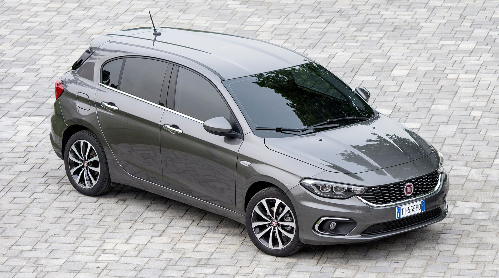 fiat tipo 5 door hatchback station wagon revealed image 487362. Black Bedroom Furniture Sets. Home Design Ideas