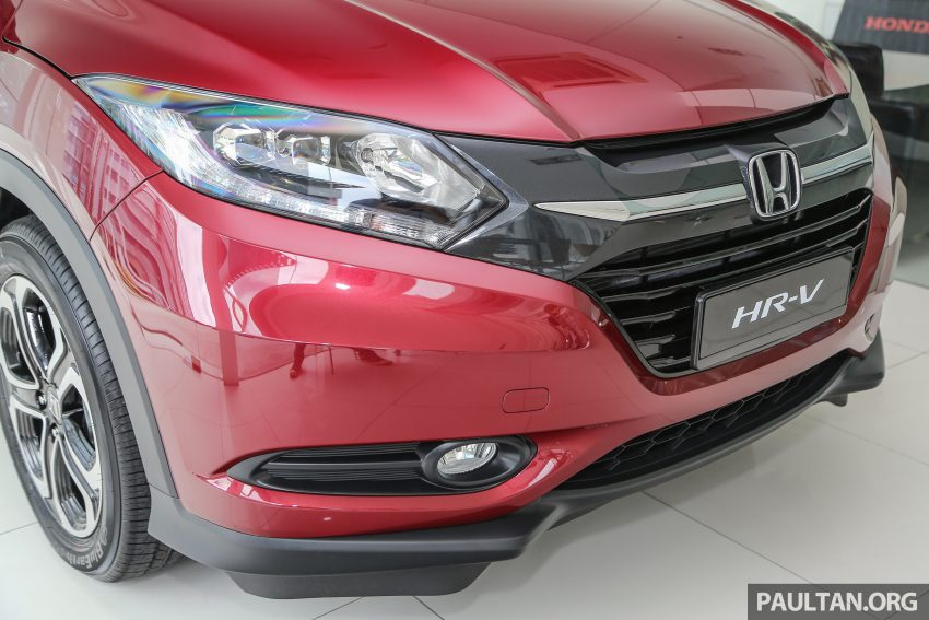 GALERI: Honda HR-V berwarna Dark Ruby Red Pearl Image #497744