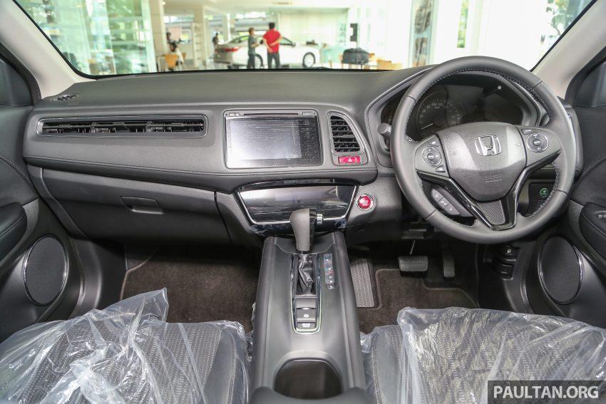 GALERI: Honda HR-V berwarna Dark Ruby Red Pearl Image #497737