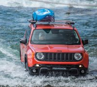 Jeep Renegade white water rafting 6