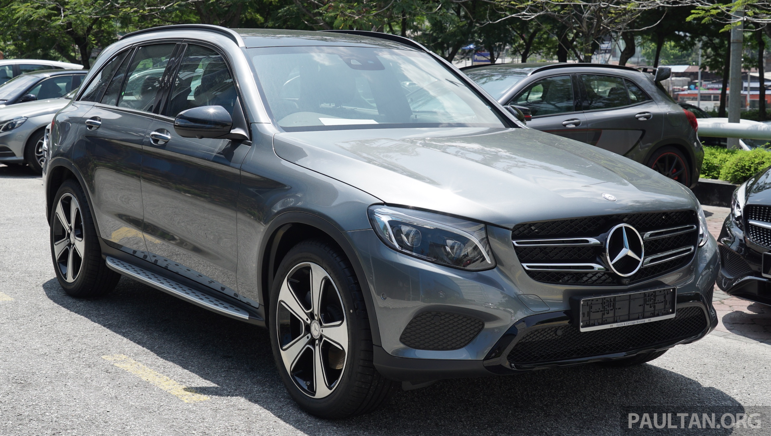 mercedes benz glc250 exclusive in malaysia rm326k. Black Bedroom Furniture Sets. Home Design Ideas