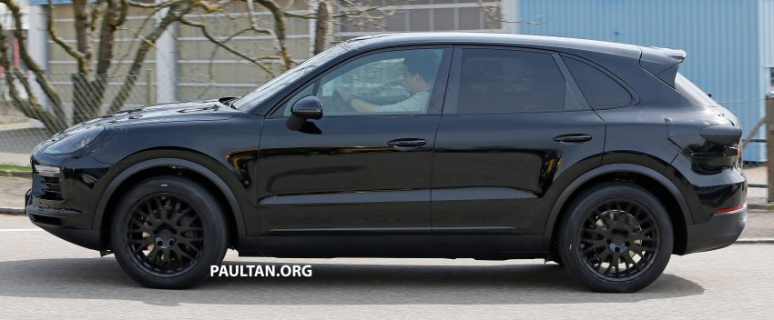 SPIED: 2018 Porsche Cayenne to get big touch screen Image #496646