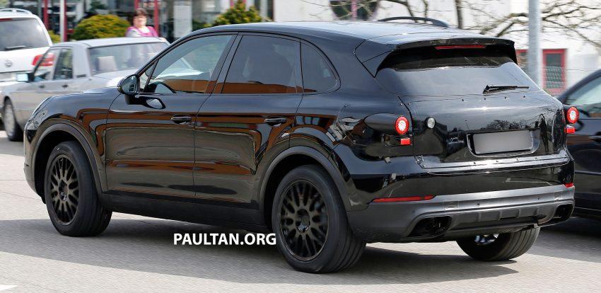 SPIED: 2018 Porsche Cayenne to get big touch screen Image #496650