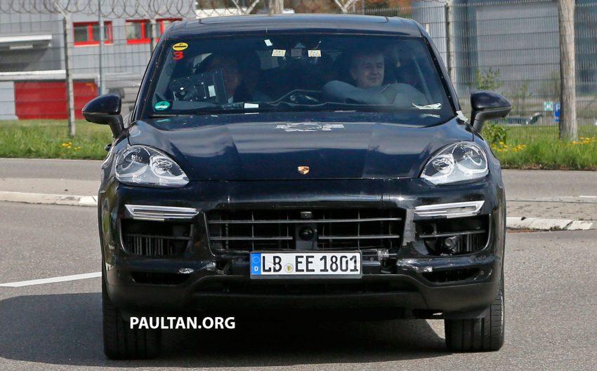 SPIED: 2018 Porsche Cayenne to get big touch screen Image #496637