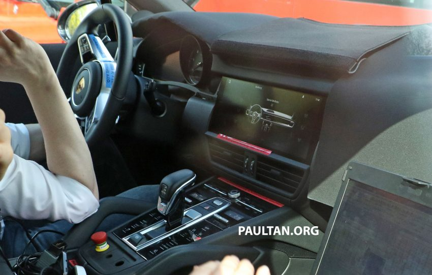 SPIED: 2018 Porsche Cayenne to get big touch screen Image #496657