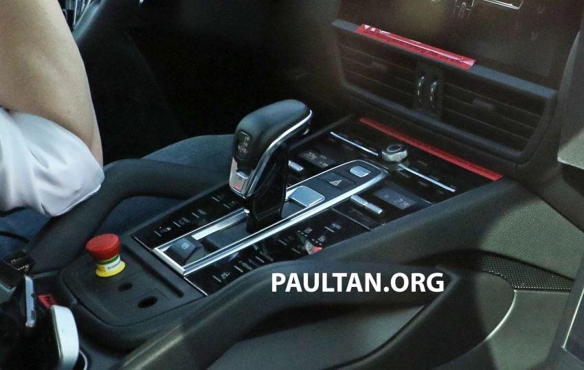 SPIED: 2018 Porsche Cayenne to get big touch screen Image #496658
