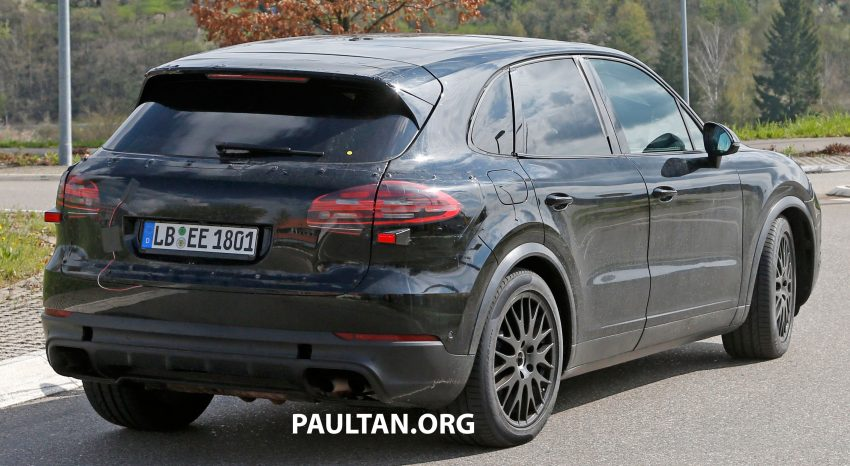 SPIED: 2018 Porsche Cayenne to get big touch screen Image #496651