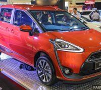 Toyota_Sienta-2