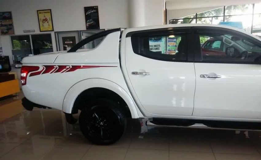 Mitsubishi Triton Knight – white ltd edition, RM122k Image #493696