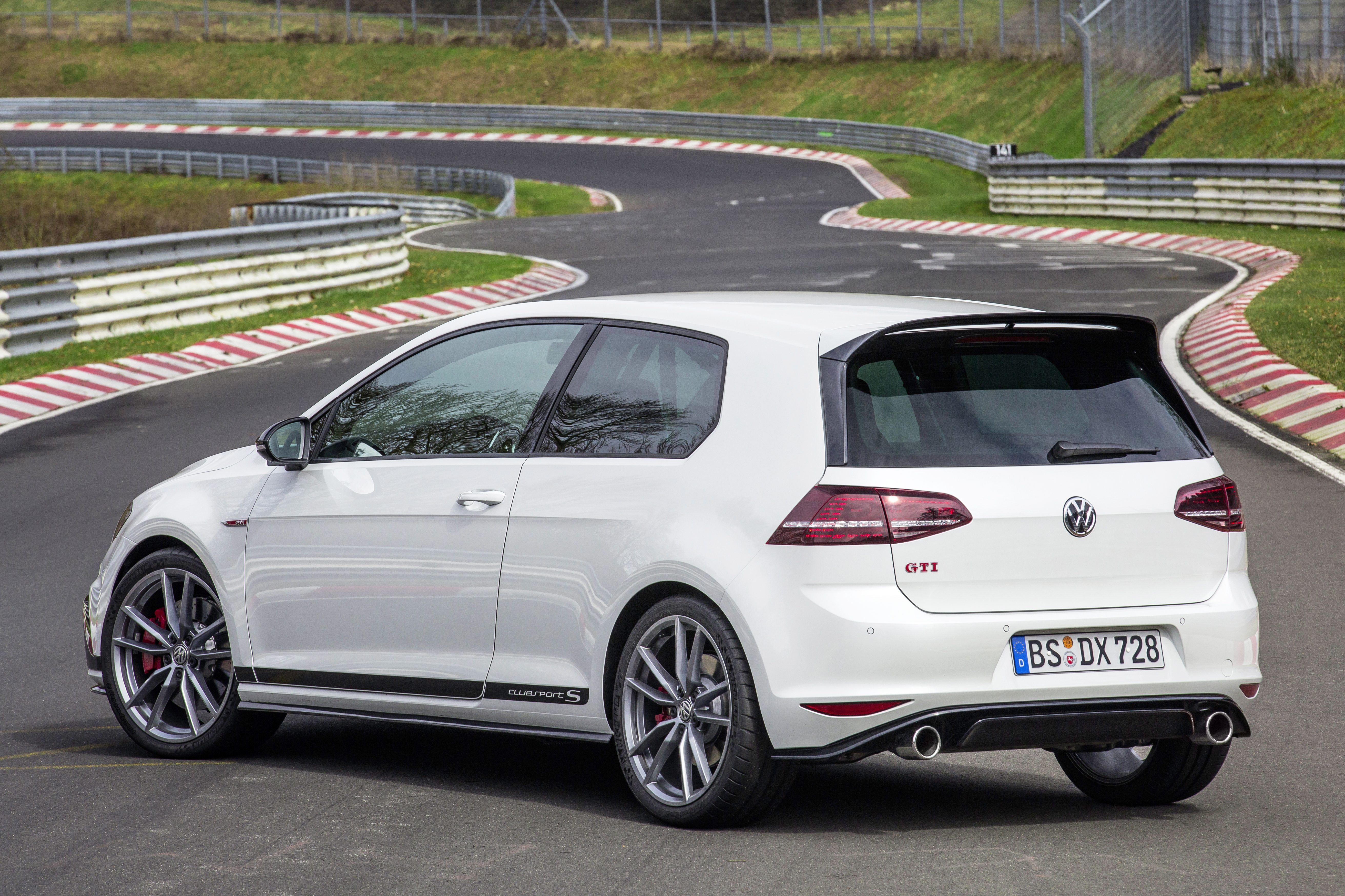 volkswagen golf gti clubsport s revealed 310 ps hot hatch breaks civic type r nurburgring. Black Bedroom Furniture Sets. Home Design Ideas