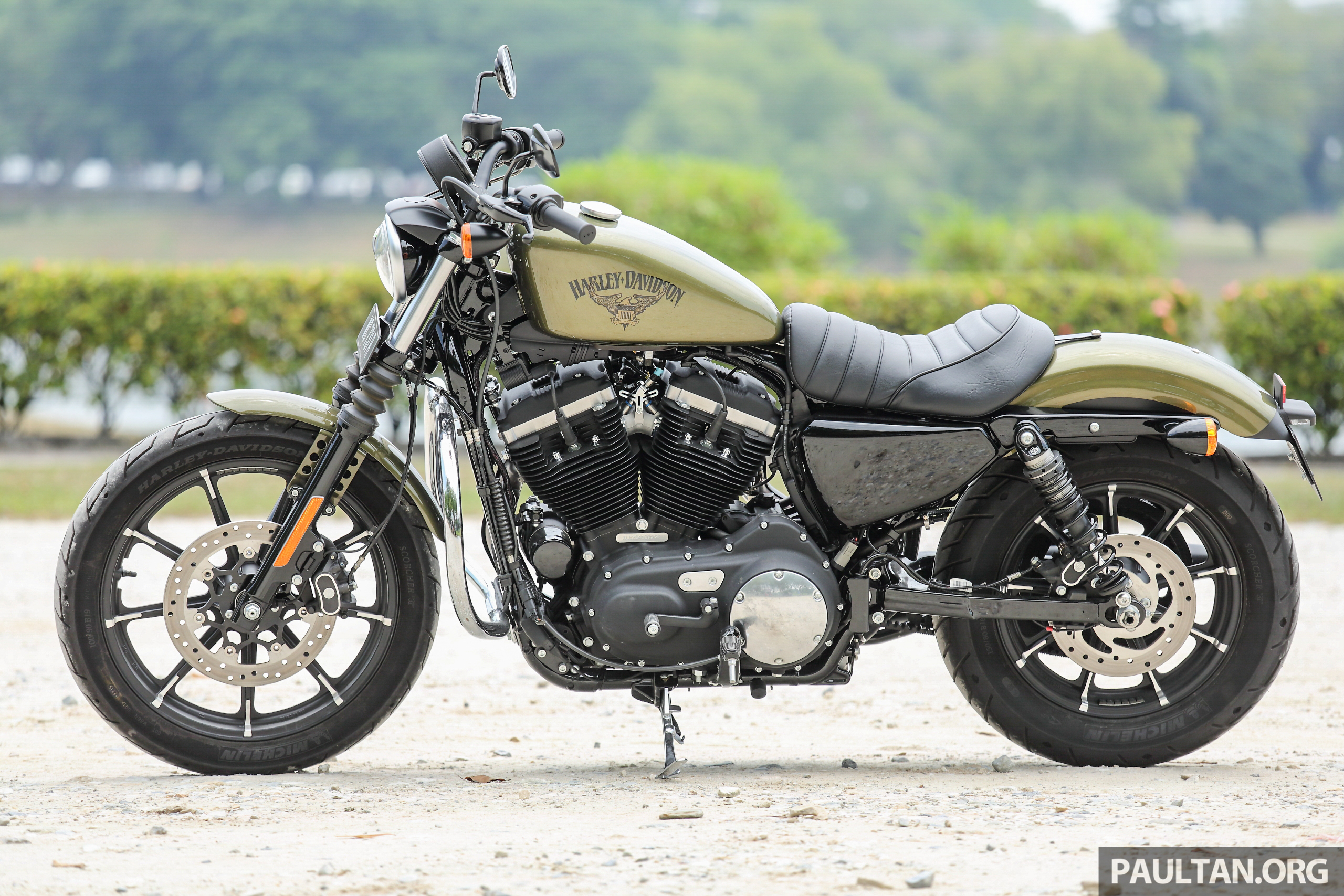 Harley-Davidson Sportster Iron 883 Review | Motorcycle Wallpaper