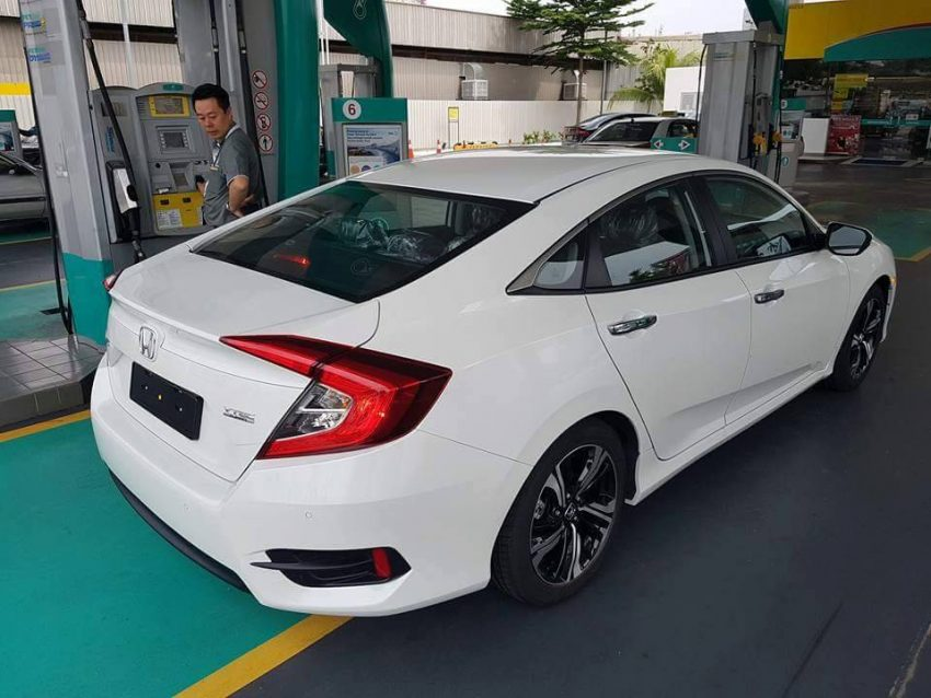 Honda Civic 2016 New xuất hiện tại showroom ở nước bạn 2016 Honda Civic in showroom 2