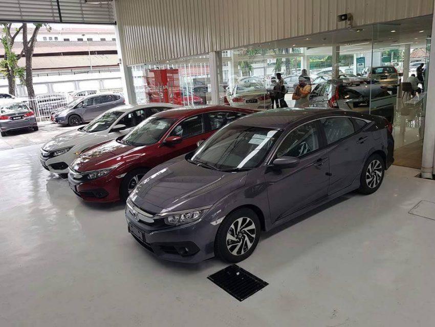 Honda Civic 2016 New xuất hiện tại showroom ở nước bạn 2016 Honda Civic in showroom 3