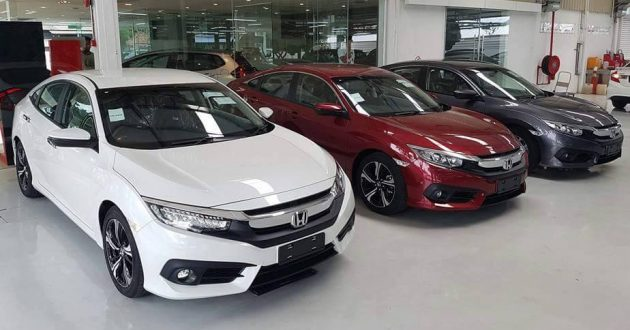 2016 Honda Civic in showroom 4