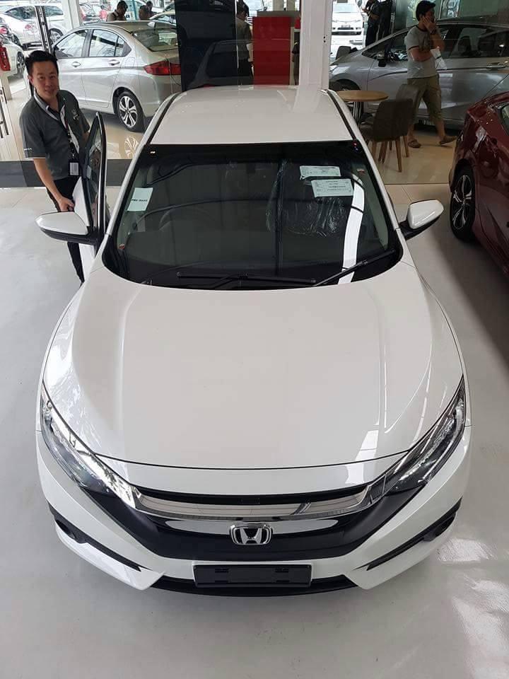 Honda Civic 2016 New xuất hiện tại showroom ở nước bạn 2016 Honda Civic in showroom 7