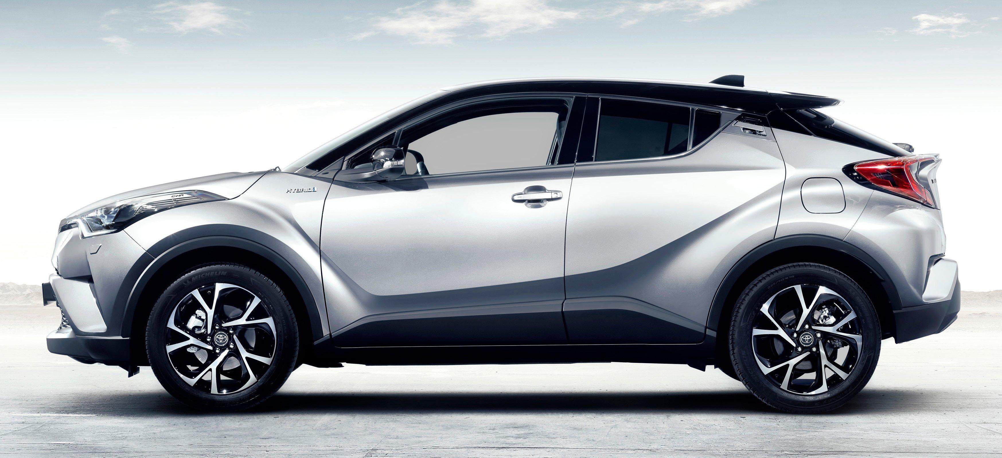 2017 Toyota C-HR – production SUV's interior revealed ...
