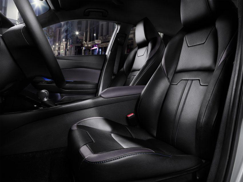 2017 Toyota C-HR – production SUV's interior revealed Image #513100