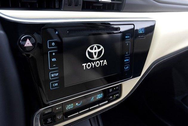 2017-Toyota-Corolla-facelift-8