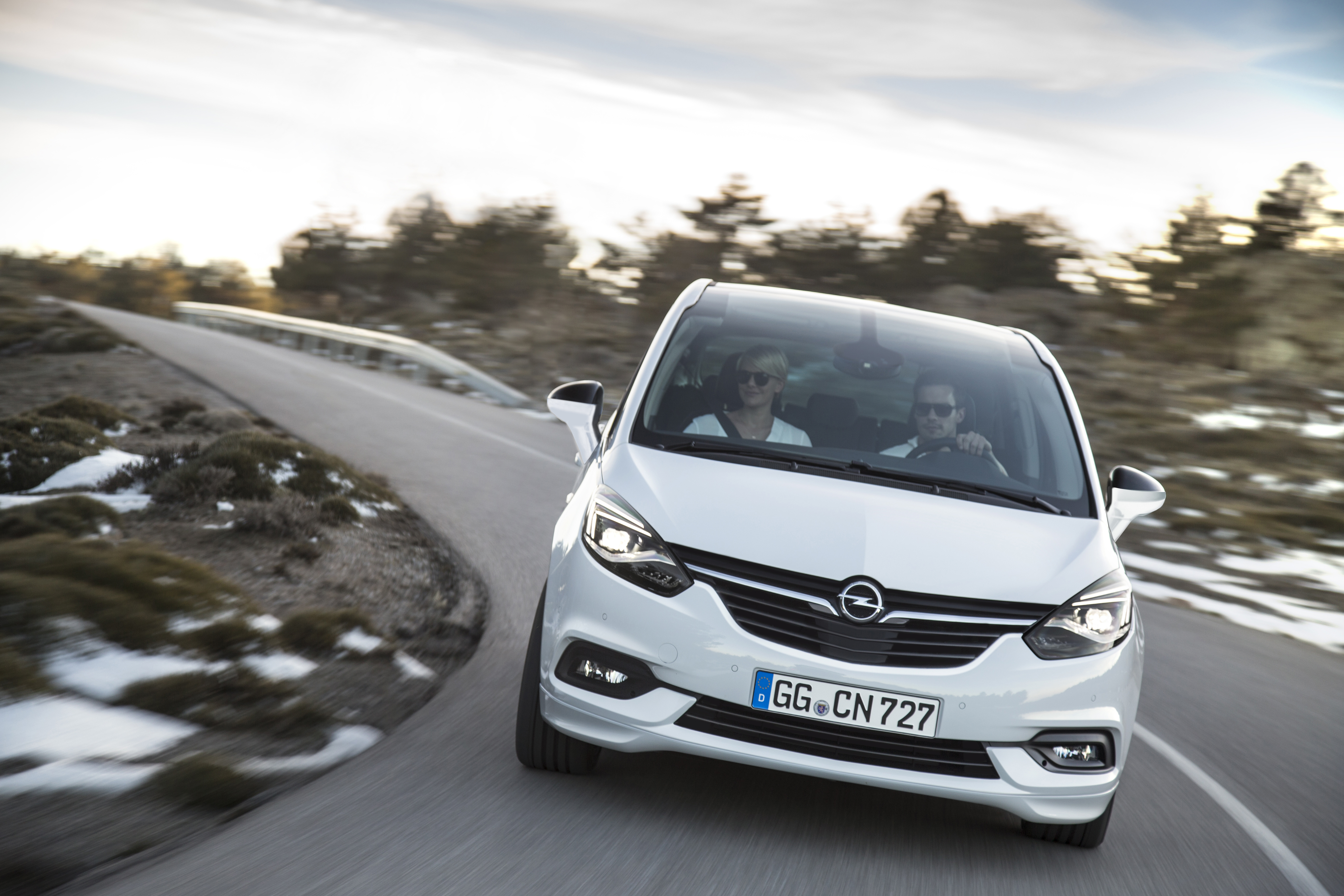 opel vauxhall zafira facelift unveiled with new face image 501932. Black Bedroom Furniture Sets. Home Design Ideas