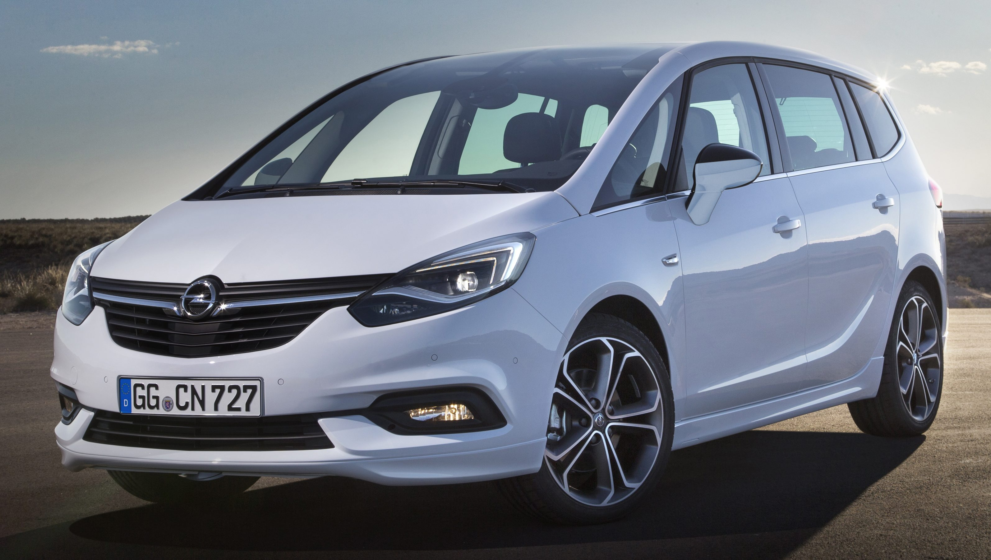 opel vauxhall zafira facelift unveiled with new face. Black Bedroom Furniture Sets. Home Design Ideas