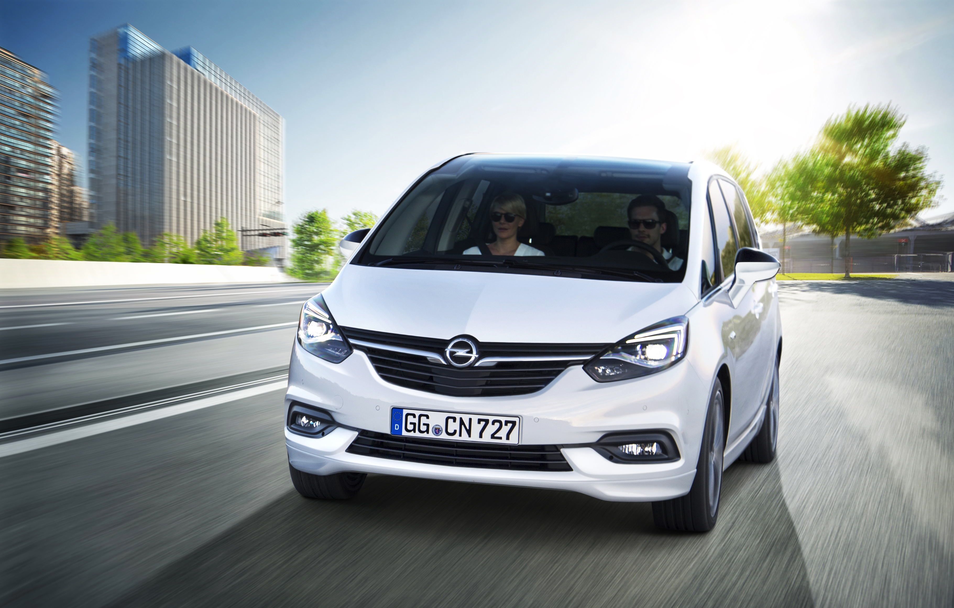 opel vauxhall zafira facelift unveiled with new face image. Black Bedroom Furniture Sets. Home Design Ideas