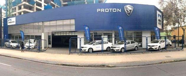 proton-showroom-chile_BM