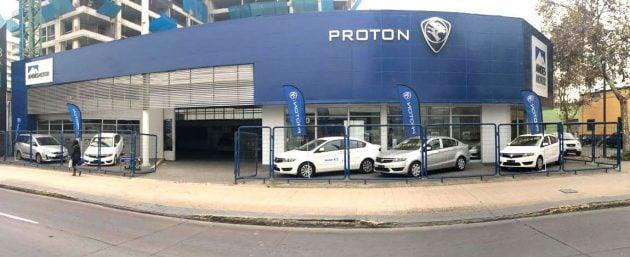 proton-showroom-chile_BM
