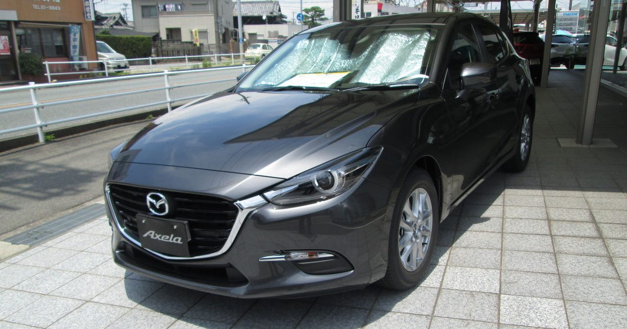 spyshots 2016 mazda 3 facelift seen out in the open. Black Bedroom Furniture Sets. Home Design Ideas