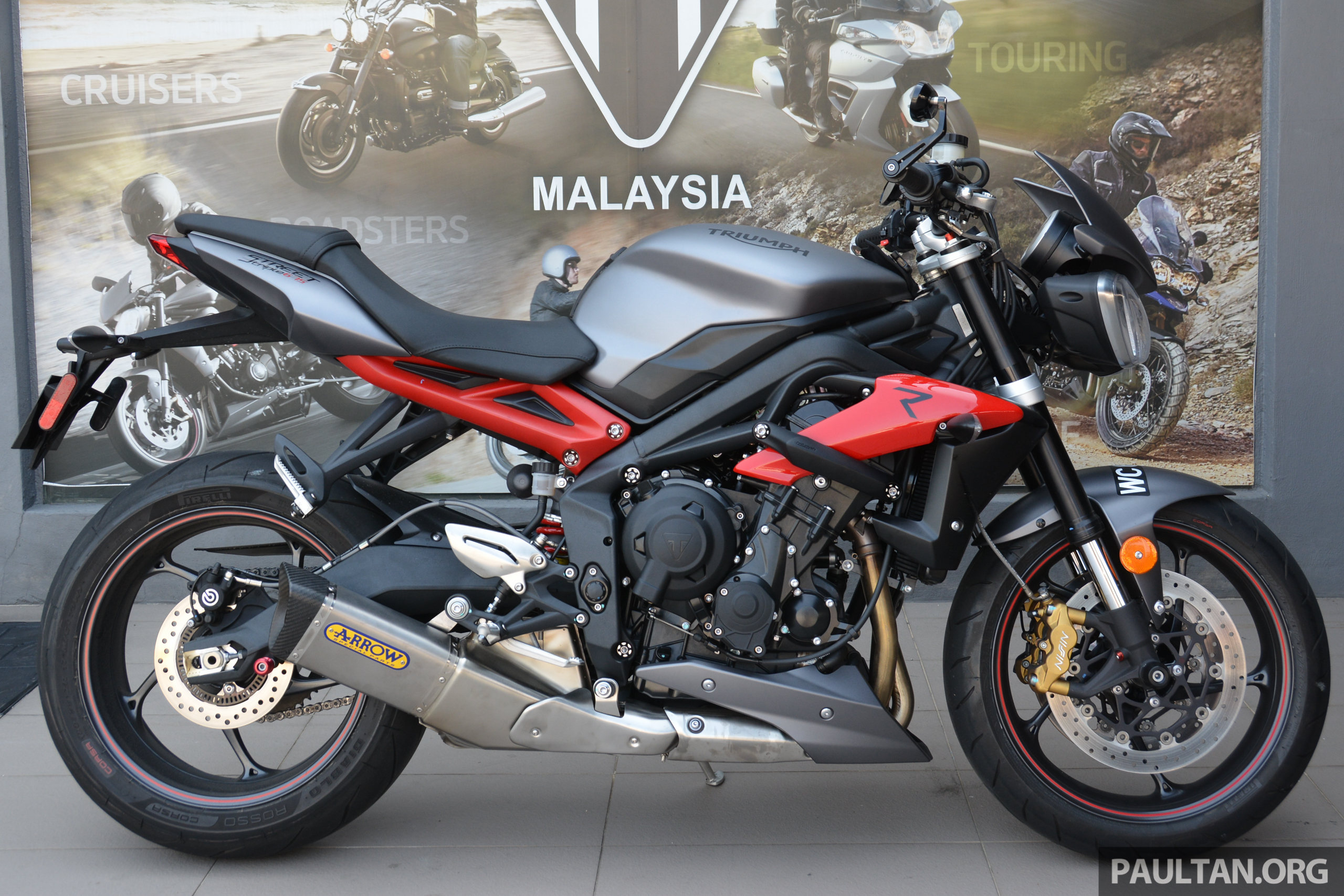 long term review 2016 triumph street triple 675r why bikers feel the need to accessorise. Black Bedroom Furniture Sets. Home Design Ideas