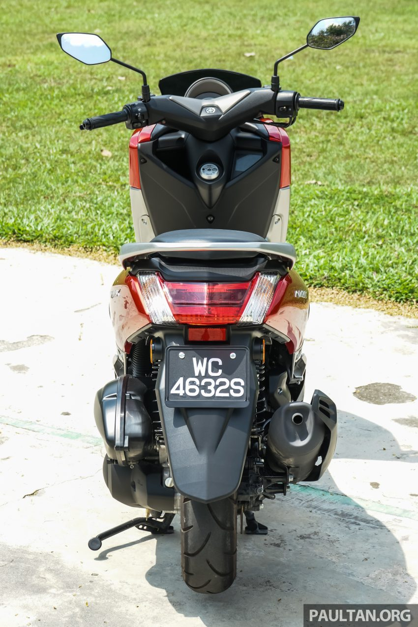 REVIEW: 2016 Yamaha NMax scooter – PCX150 killer? Image #518056