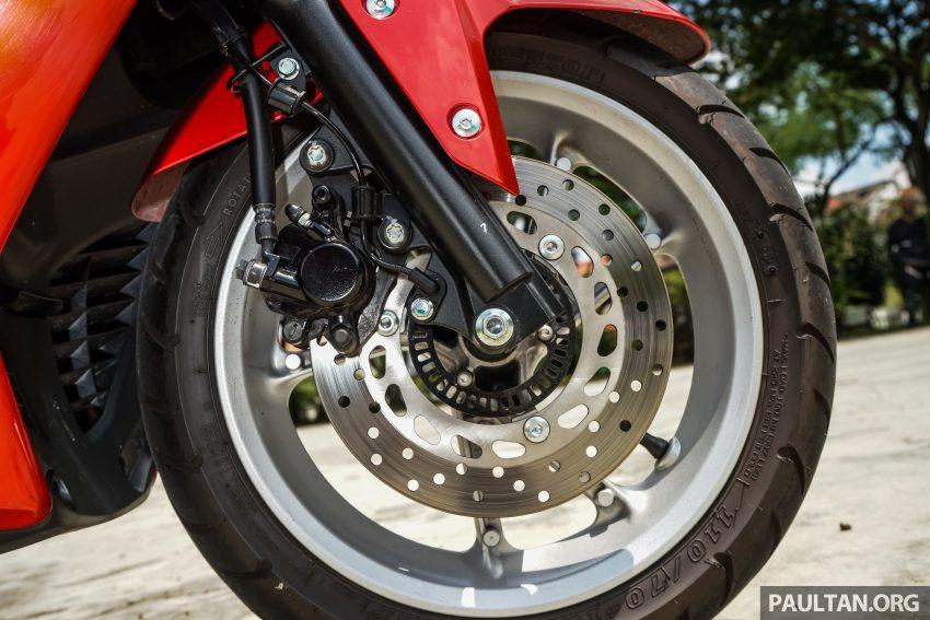 REVIEW: 2016 Yamaha NMax scooter – PCX150 killer? Image #518027