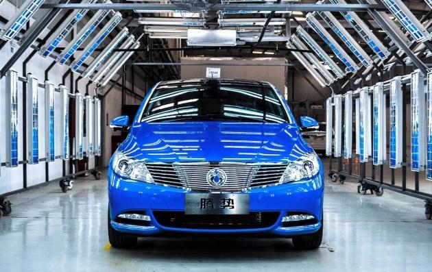 Der DENZA 400 in der Qualitätsprüfung. Daimler erweitert sein Produktportfolio im Bereich der emissionsfreien Mobilität mit der Einführung des DENZA 400. ; The DENZA 400 being quality checked. Daimler extends its portfolio of new energy vehicles with the introduction of the DENZA 400.;