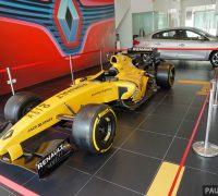 2016 Renault RS16 Formula 1 replica 1