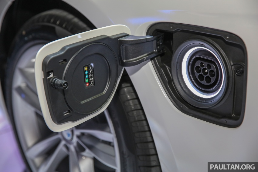 BMW 330e iPerformance Sport plug-in hybrid kini di Malaysia – 0-100 km/j 6.1 saat, 2.1l/100km, RM249k Image #540570