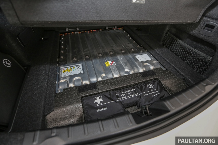 BMW 330e iPerformance Sport plug-in hybrid kini di Malaysia – 0-100 km/j 6.1 saat, 2.1l/100km, RM249k Image #540658