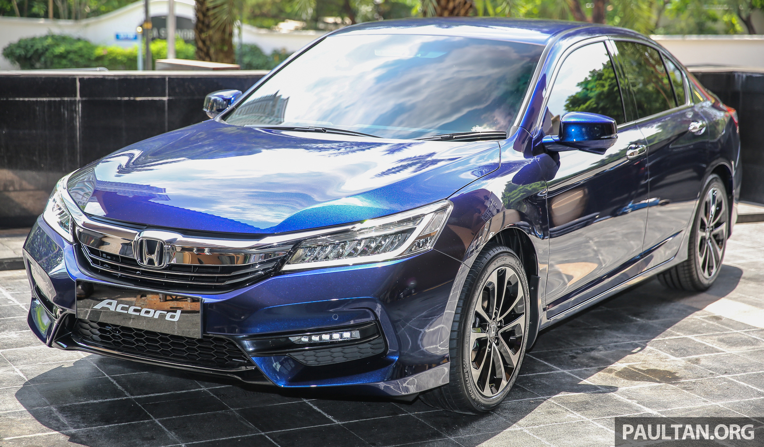 Honda accord 2 4 vti l facelift previewed in malaysia for Honda accord 2016 black