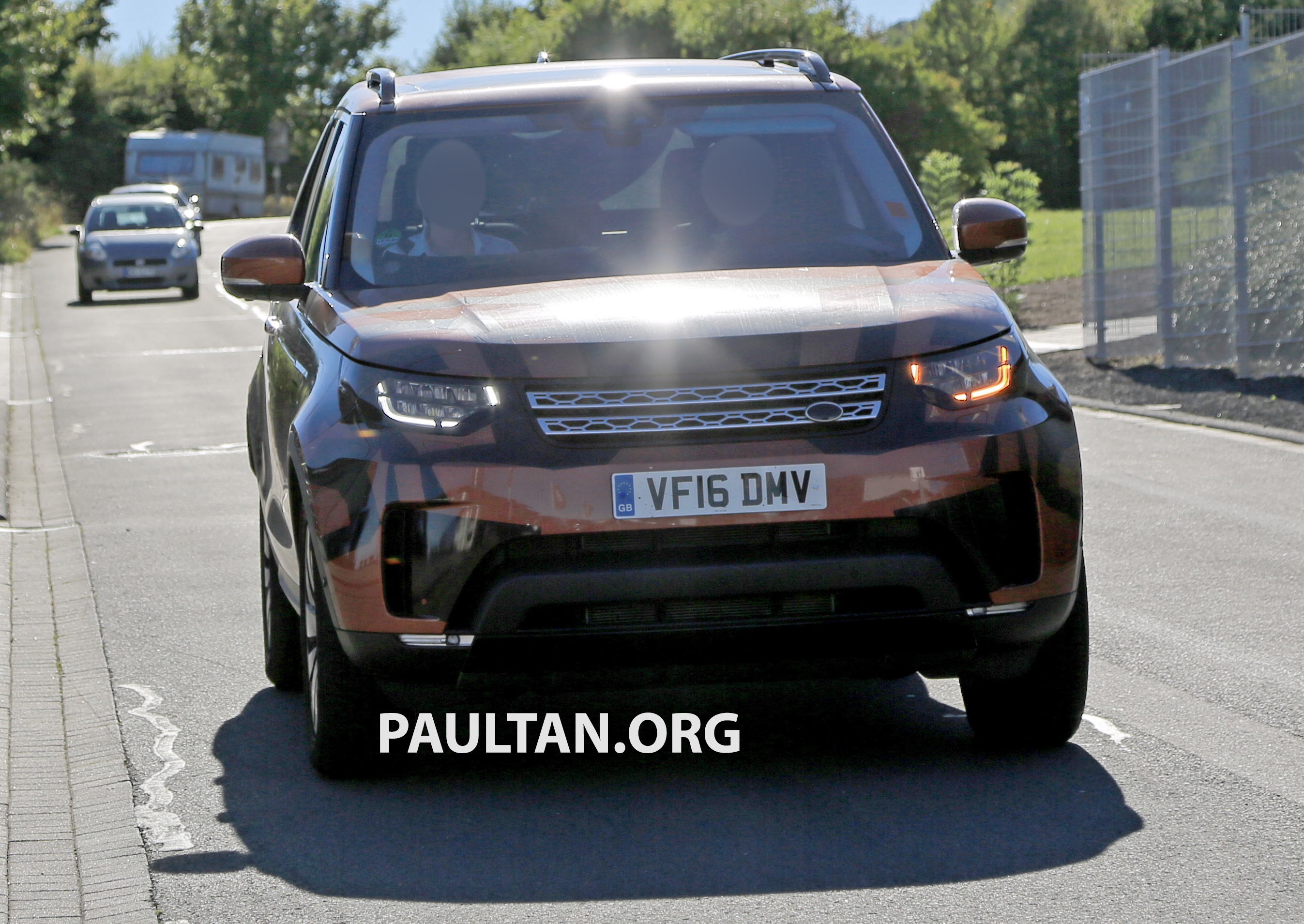 Land Rover Discovery 2017 >> SPYSHOTS: 2017 Land Rover Discovery 5 almost nude Paul Tan - Image 540191