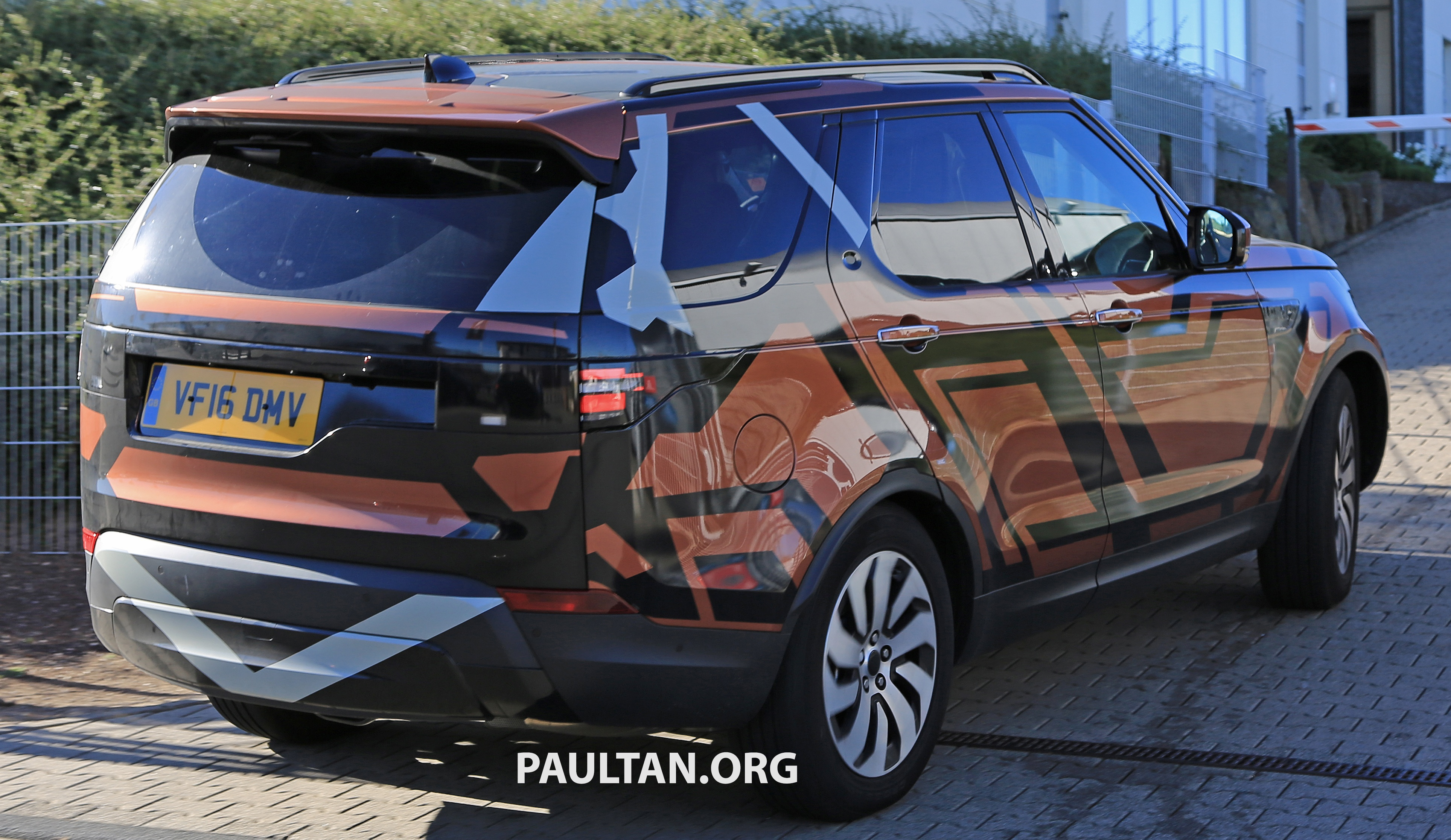 2018 Land Rover Discovery >> SPYSHOTS: 2017 Land Rover Discovery 5 almost nude Paul Tan - Image 540199