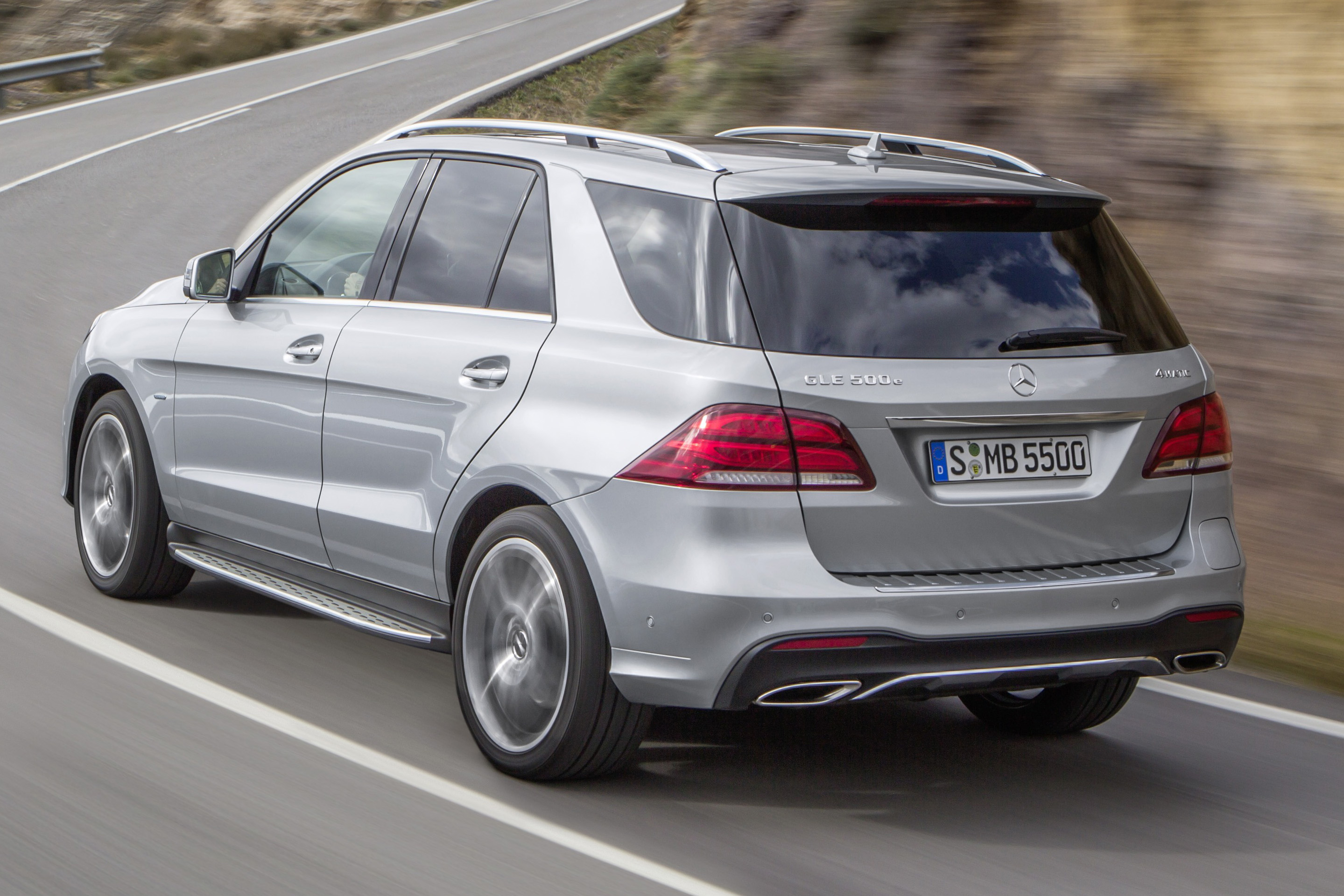 Mercedes-Benz GLE 500e 4Matic plug-in hybrid SUV ...