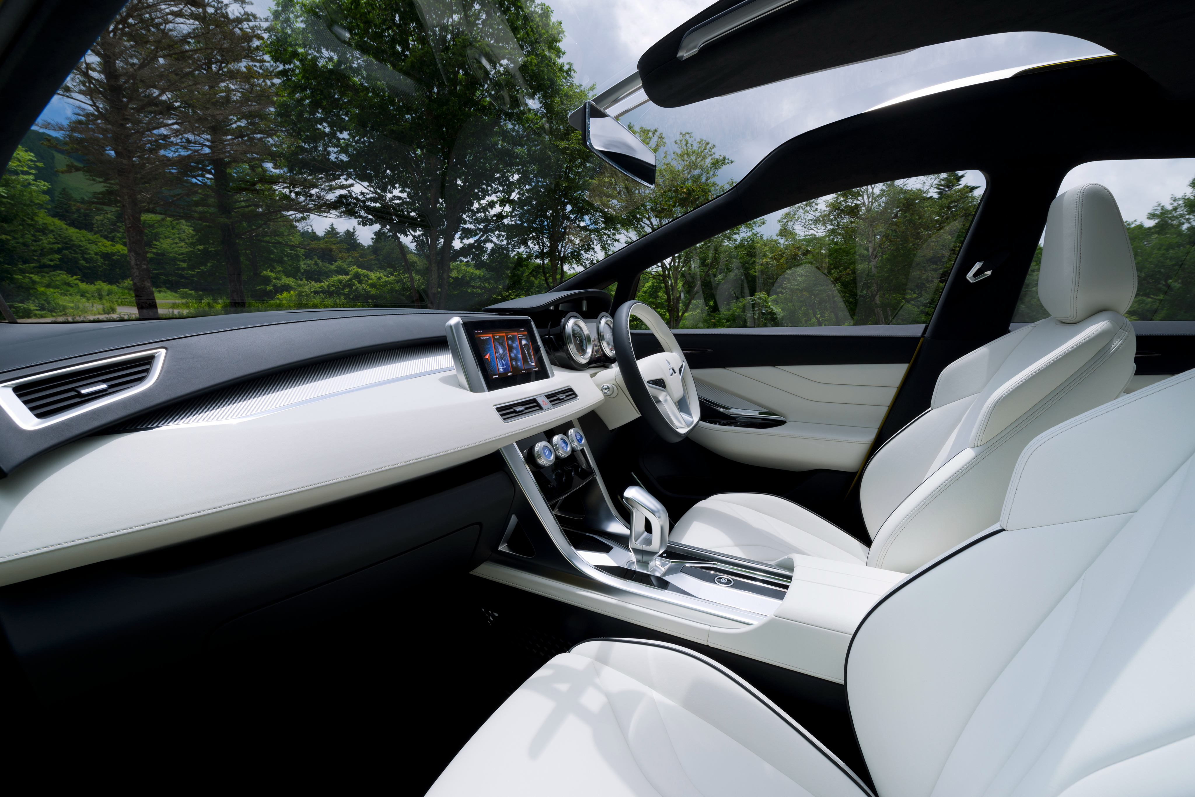 GIIAS 2016 Mitsubishi XM Concept Makes World Debut Low
